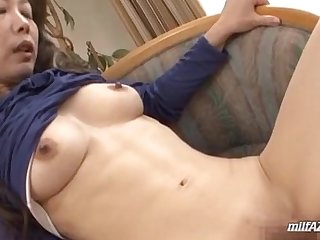 Mature Woman Fingered By Young Guy Having Orgasm In The Sitting Room