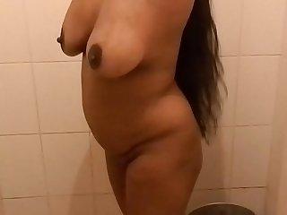 Mallu aunty bathing.MOV